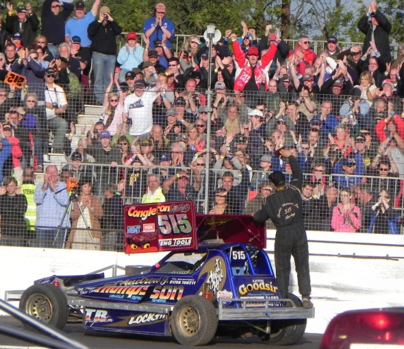 Frankie gets a big reception on the World Final parade lap