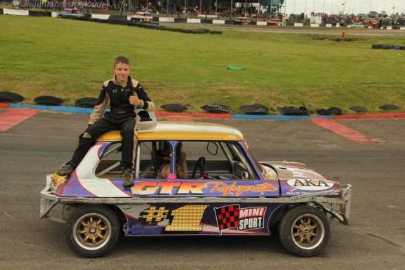 Thumbs up from Frankie on the parade lap. (MF)